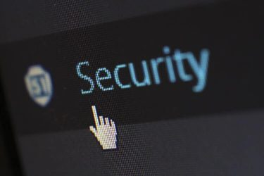 Aumentano i reati informatici online: come difendersi